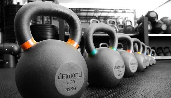 kettlebells lined up in gym of twd fitness personal trainer in daventry for hiit fitness classes